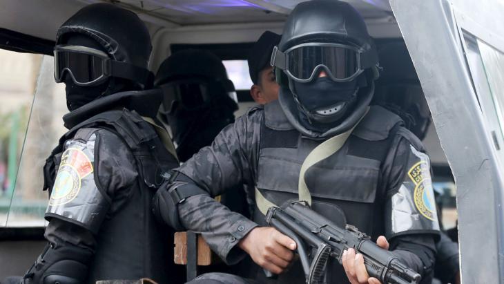 Ägyptische Sicherheitskräfte in Kairo; Foto: Reuters/M. Abd El Ghany