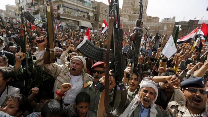 مسلحون موالون للرئيس السابق صالح ولجماعة الحوثيين في صنعاء.
