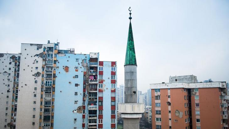 "Moschee in Sarajewos Stadtviertel ""Alipasino polje""; Foto: Ruben Neugebauer"