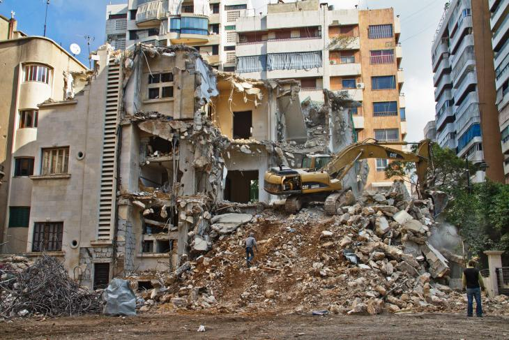 Bulldozing an old house in Beirut's Karakol El Druz district (photo: Changiz M. Varzi)