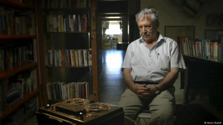 الكاتب الإسرائيلي المعروف عاموس عوز كان قد سجل مقابلات سمعية مع جنود عادوا لتوهم من القتال في حرب الأيام الستة.