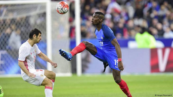 اللاعب المسلم بول بوغبا أحد الأعمدة الأساسية بمنتخب فرنسا لن يصوم رمضان هو وزملاؤه الآخرون.