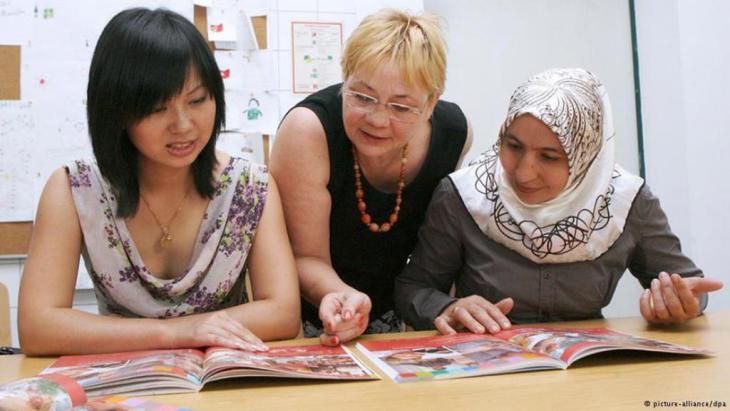 مشارِكَات في دورة تعليمية للغة الألمانية. Foto: dpa /Picture Alliance