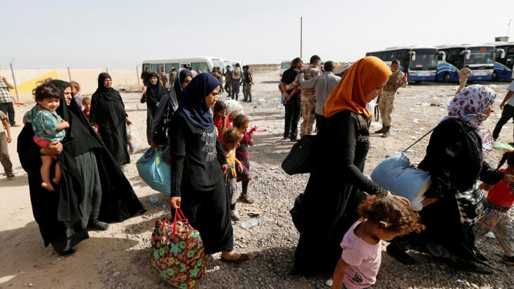 Irakische Zivilisten versuchen Falludscha zu verlassen; Foto: Reuters/Th. Al-Sudani