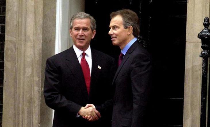 جورج بوش وتوني بلير. (photo: picture-alliance/photoshot)