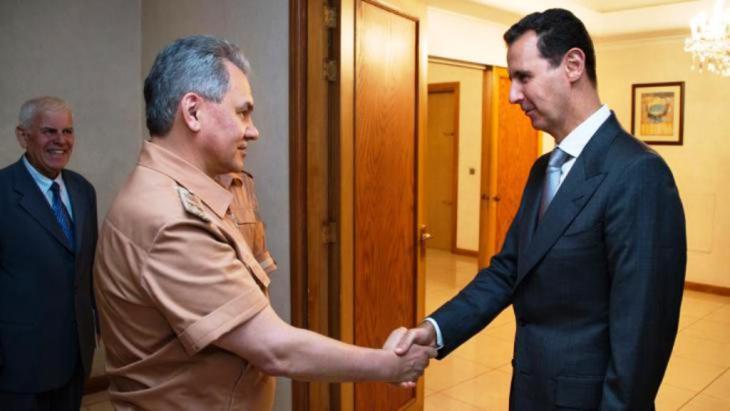 استقبل بشار الأسد في حزيران/ يونيو 2016 في دمشق وزير الدفاع الروسي سيرغي شويغو. picture-aliance_dpa
