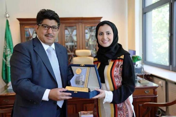 الكاتبة السعودية الهنوف الدغيشم حصلت على شهادة الدكتوراه في ألمانيا وفازت بأكثر من جائزة بحثية.