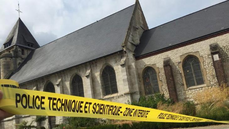 الكنيسة الكاثوليكية في سانت أتيان دو روفري الفرنسية; Foto: picture-alliance/dpa