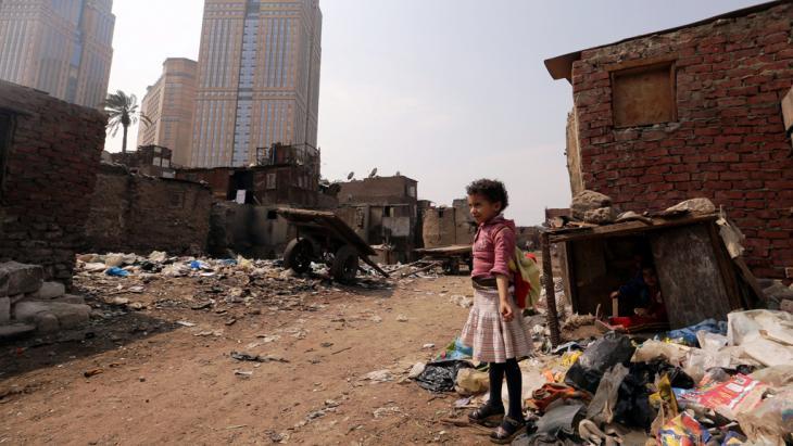 مساكن عشوائية في حي رملة بولاق في القاهرة. Foto: picture-alliance/dpa/K. Elfiqi
