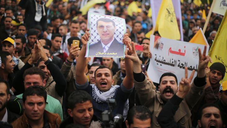 مظاهرة في غزة لأنصار محمد دخلان 18 / 12 / 2014. Foto: Reuters/Mohammed Salem
