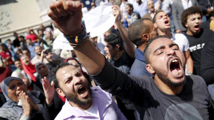 Proteste gegen die Übergabe von zwei Inseln an Saudi-Arabien; Foto: Reuters/A. Dalsh