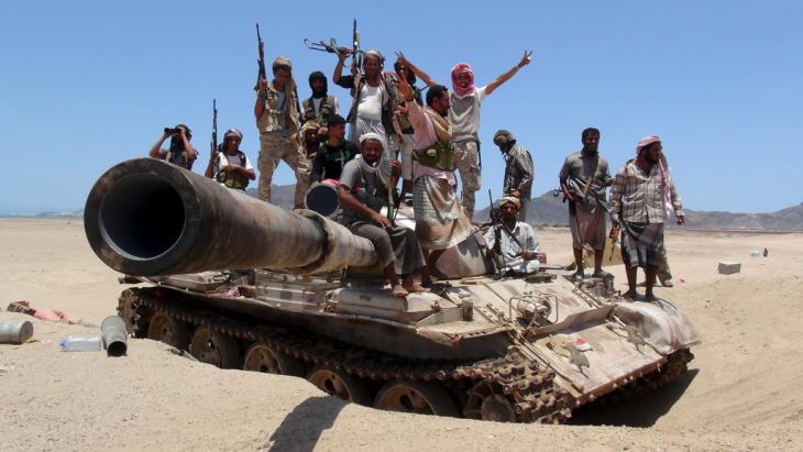قوات يمنية جنوبية ضد الحوثيين قُرب عدن. Foto: Reuters