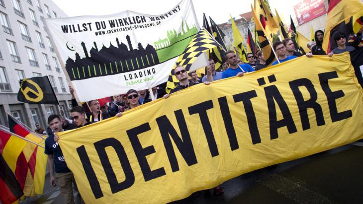 """فاشيون جدد """"حركة الهوية"""" في مسيرة ببرلين. Foto: Imago"""