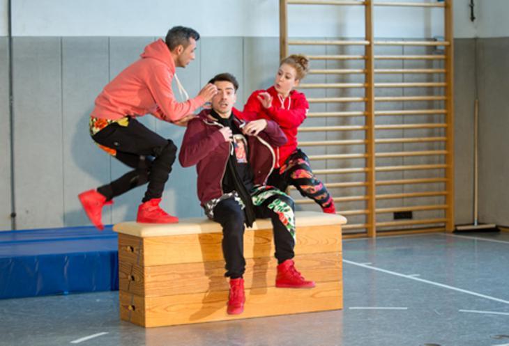 مسرحية لمسرح الشباب في مدينة أوغسبورغ.  Foto: Frauke Weichmann