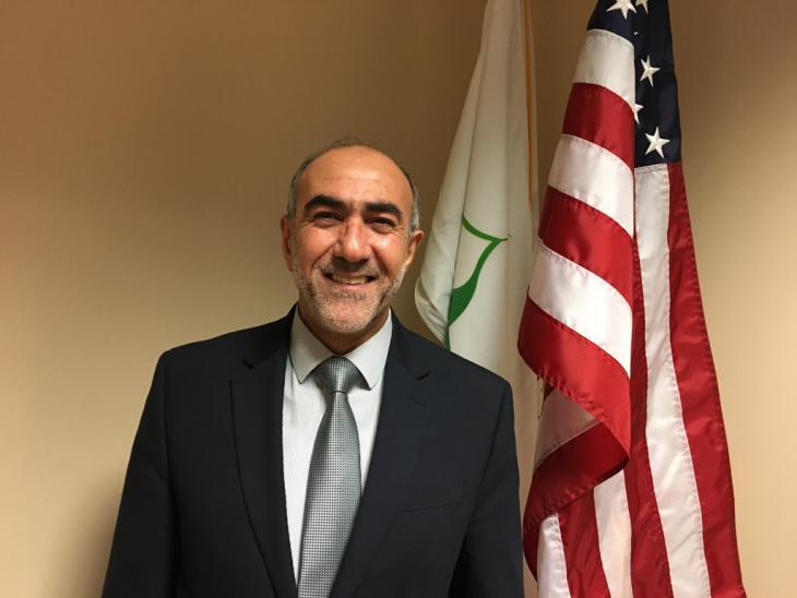 """أسامة جمال، وهو رجل أعمال أصله من لبنان ويعمل بشكل طوعي رئيسًا لـ """"مؤسَّسة الجامع"""" Mosque Foundation في """"بريدج فيو"""". Foto: Canan Topçu"""
