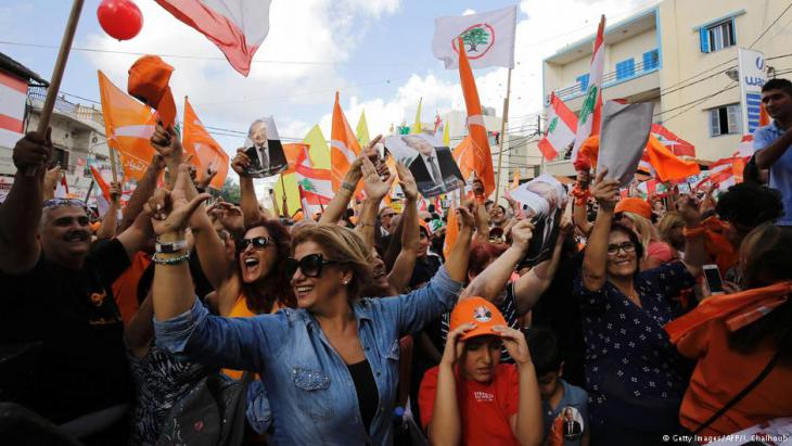 لبنانيون يعبرون عن فرحهم لانتخاب عون رئيسا للبلاد