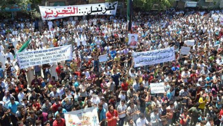 مظاهرات في كفرنيل ضد نظلم الأسد الصورة رويترز وشبطة شام