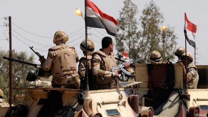 Ägyptische Armee operiert mit Panzern auf dem Sinai; Foto: Reuters