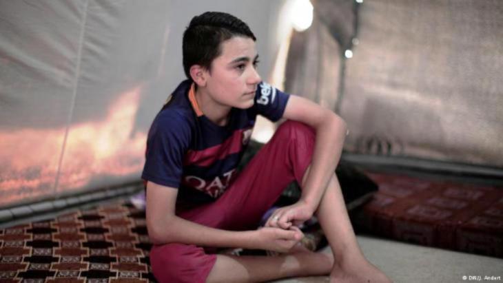 """عادل جلال (13 عاما) قضى مع شقيقه تسعة أشهر مع مجموعة من الشباب الصغار المختَطَفين لدى """"داعش""""."""