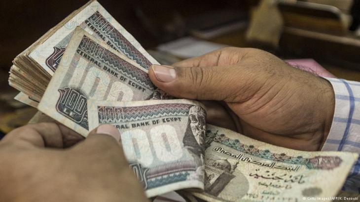 الجنيه المصري في محل صرافة بالقاهرة.