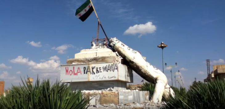 إسقاط تمثال حافظ الأسد عند مدخل مدينة عامودا شمال شرق سوريا. Amude ist eine Stadt im syrischen Gouvernement al-Hasaka. Youtube