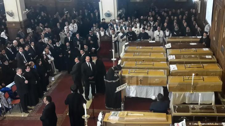 """تبنى تنظيم """"الدولة الإسلامية"""" (داعش) اليوم الثلاثاء (13 كانون الأول/ ديسمبر 2016)، التفجير الانتحاري الذي وقع الأحد داخل الكنيسة البطرسية الملاصقة للكاتدرائية المرقسية بالعباسية وسط القاهرة."""