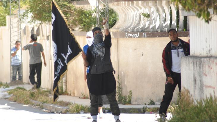 Salafistische Jugendliche in Ettadhamen, Tunis; Foto: picture-alliance/ZUMA Press