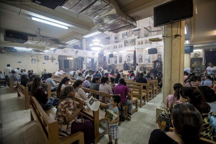 """كنيسة """"مُؤقَّتة"""" في عنبر مصنع قديم في مصر. Foto: Flemming Weiß-Andersen"""