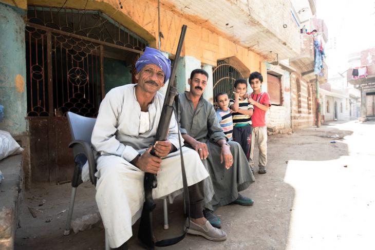 مسيحيون يحرسون كنيسة في عزبة رملة المصرية. Foto:Flemming Weiß-Andersen