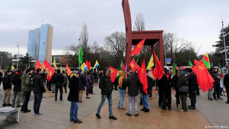 احتجاج ضد إردوغان في سويسرا. (photo: Reuters/P. Albouy)