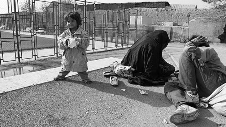 عائلة مشرَّدة في طهران.