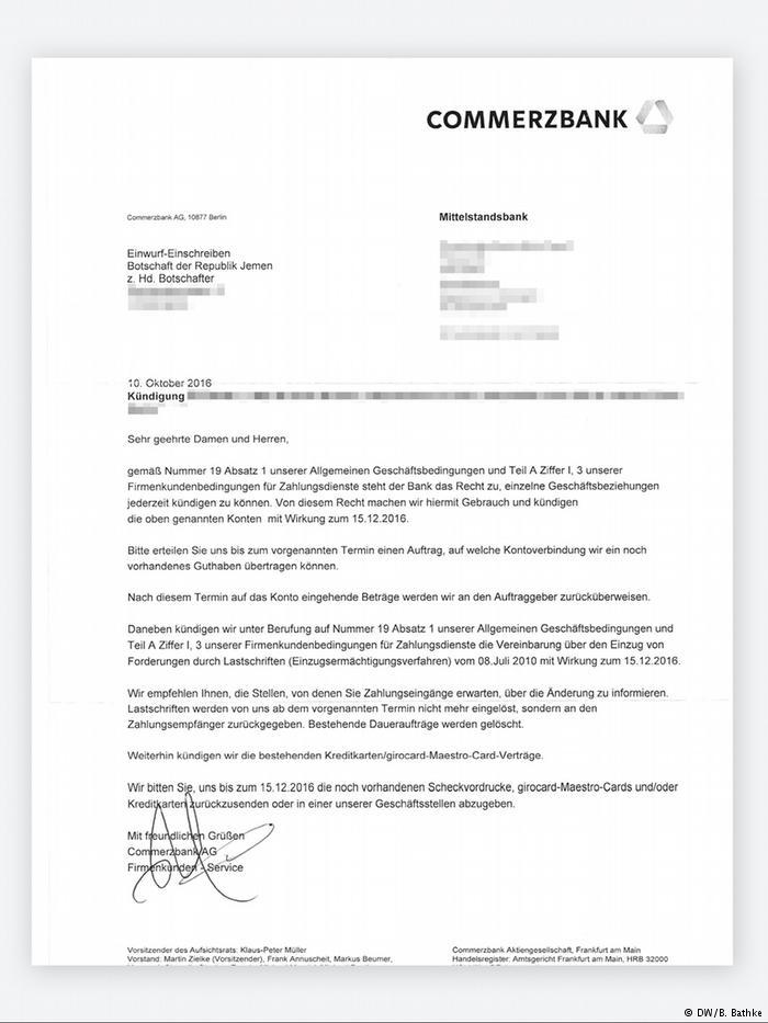 """رسالة فسخ عقد الحساب البنكي موجهه من مصرف """"كوميرتس بنك"""" إلى السفير اليمني في ألمانيا بتاريخ 10 أكتوبر/ تشرين الأول 2016."""
