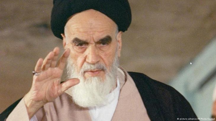 الزعيم الإيراني الشيعي آية الله الخميني. Foto: picture-alliance/AP