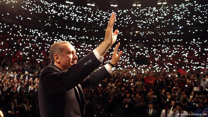 إردوغان يحيي أنصاره