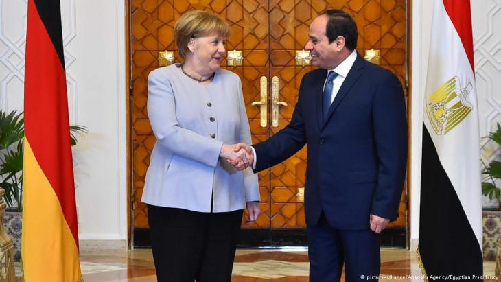 Bundeskanzlerin Merkel bei Ägyptens Staatschef Al-Sisi in Kairo; Foto: picture-alliance/Anadolu Agency/Egyptian Presidency