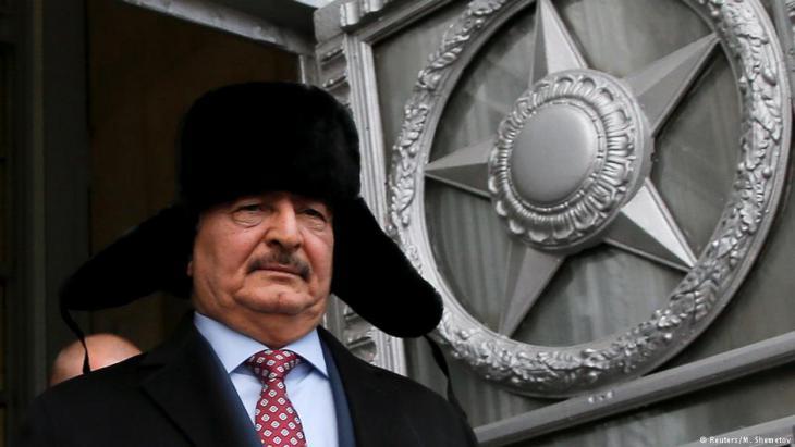 الجنرال خليفة حفتر وهو في زيارة إلى موسكو. Foto: Reuters