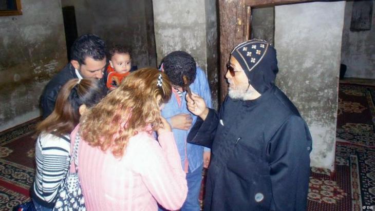 أقباط مصريون في أحد الأديرة المسيحية