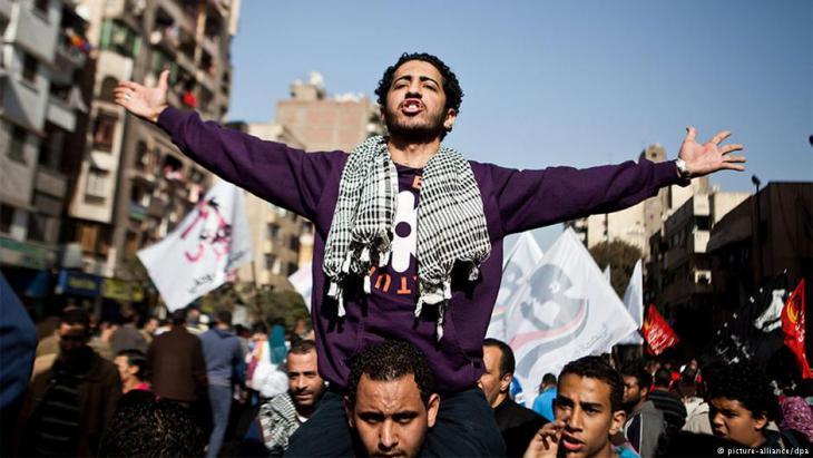 الشباب الثائر في مصر يحتج على نهج العسكر القمعي. Picture Alliance/DPA