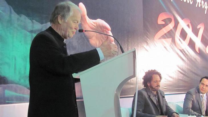 """الشاعر الألماني فولكر براون يلقي كلمة بمناسبة منحه جائزة """"الأركانة العالمية للشعر"""" في المغرب"""