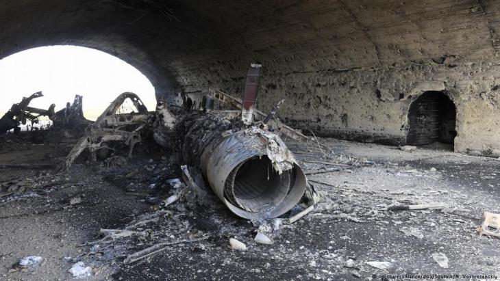 القصف الأمريكي على قاعدة الشعيرات الجوية السورية التابعة لنظام الأسد.