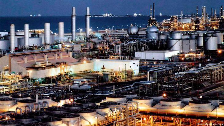 Erdölraffinerie im saudischen Dhahran; Foto: picture alliance/dpa