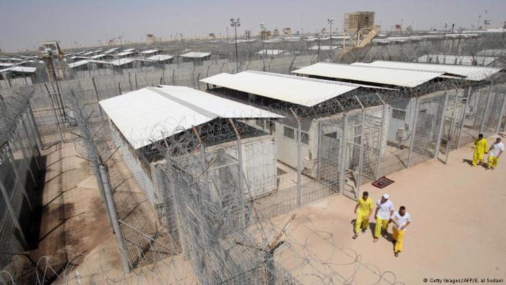 """السجن الأمريكي """"معسكر بوكا"""" في العراق. Foto: AFP/Getty Images"""