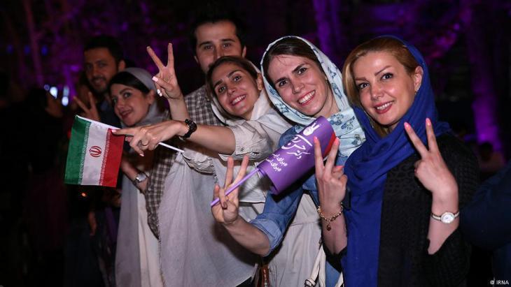 إيرانيون يحتفلون في طهران بفوز روحاني في انتخابات2017. Quelle: IRNA