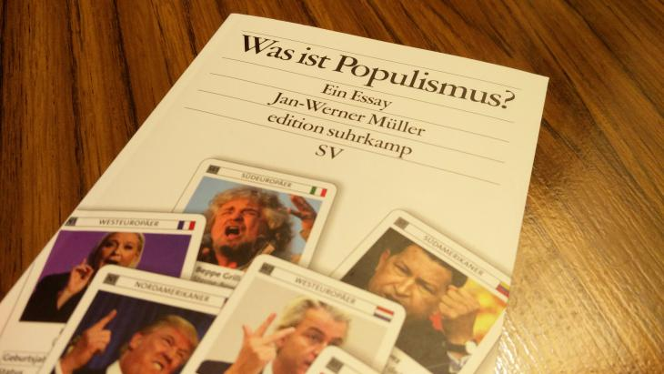 غلاف كتاب «ما هي الشعبوية؟»