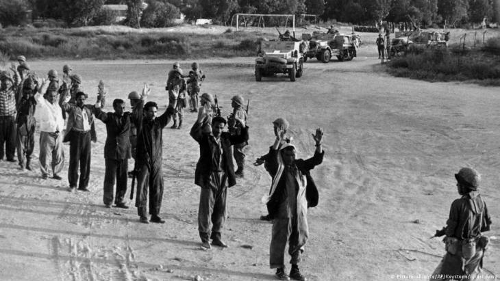 نشبت حرب حزيران / يونيو سنة1967 بين إسرائيل من جهة ومصر والأردن وسوريا من جهة ثانية. وشكلت تلك الحرب انتكاسة تاريخية للعرب بشكل عام والفلسطينيين بشكل خاص، إذ احتلت إسرائيل على إثرها سيناء وقطاع غزة والضفة الغربية والجولان. ميدانيا تمكن الجيش الإسرائيلي من تدمير 80% من العتاد العسكري العربي وتهجير عشرات الآلاف من الفلسطينيين من الضفة الغربية وإطلاق العنان للاستيطان في الأراضي الفلسطينية المحتلة بما فيها القدس الشرقية.