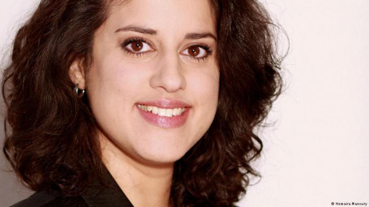 حُمَيرة منصوري- ألمانية من أصول أفغانية- ومديرة قسم التثقيف السياسي في المدرسة الشعبية بمدينة كولونيا.
