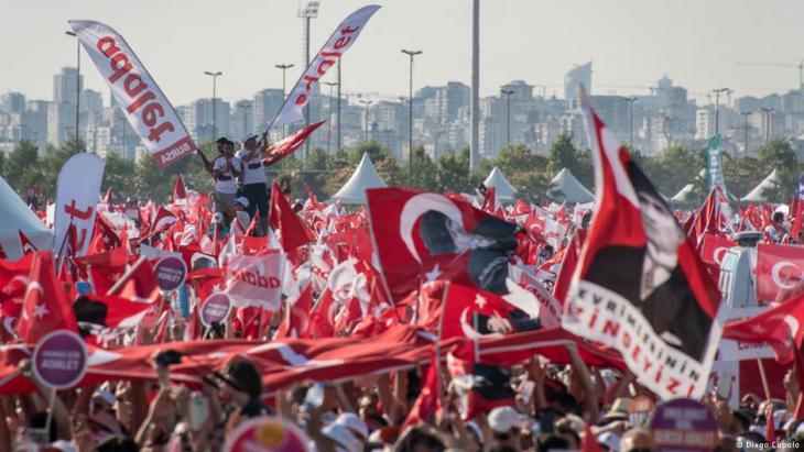 """حشد """"مسيرة العدالة"""" في تركيا. Foto: Diego Cupolo"""