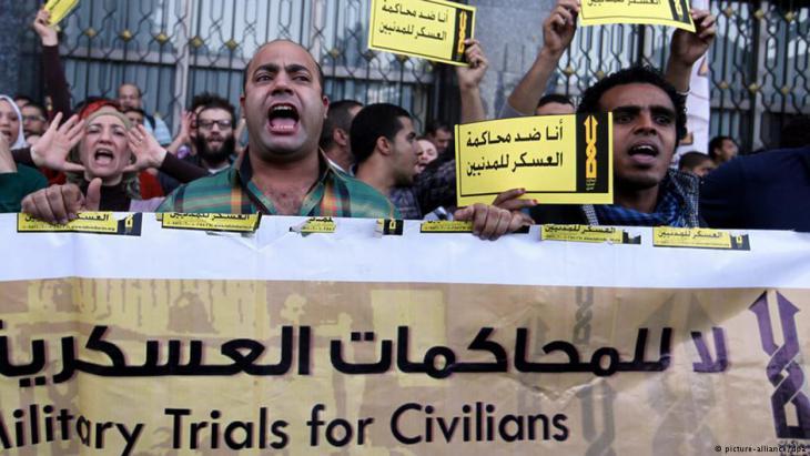 احتجاجات ضد المحاكمات العسكرية في القاهرة. Foto: picture-alliance