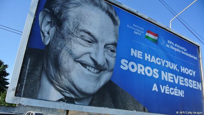 """حملة مضادة للمهاجرين في هنغاريا فيها صورة للمياردير المحسن جورج سوروس مكتوب عليها  """"دعونا لا نسمح لسوروس بالضحكة الأخيرة"""". (photo: AFP/Getty Images)"""