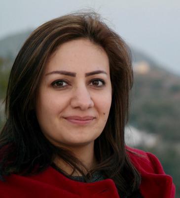 الصحافية السورية علياء تركي الربيعو حازت على جائزة الأمم المتحدة لحوار الحضارات لأهم التقارير الثقافية عام 2010.